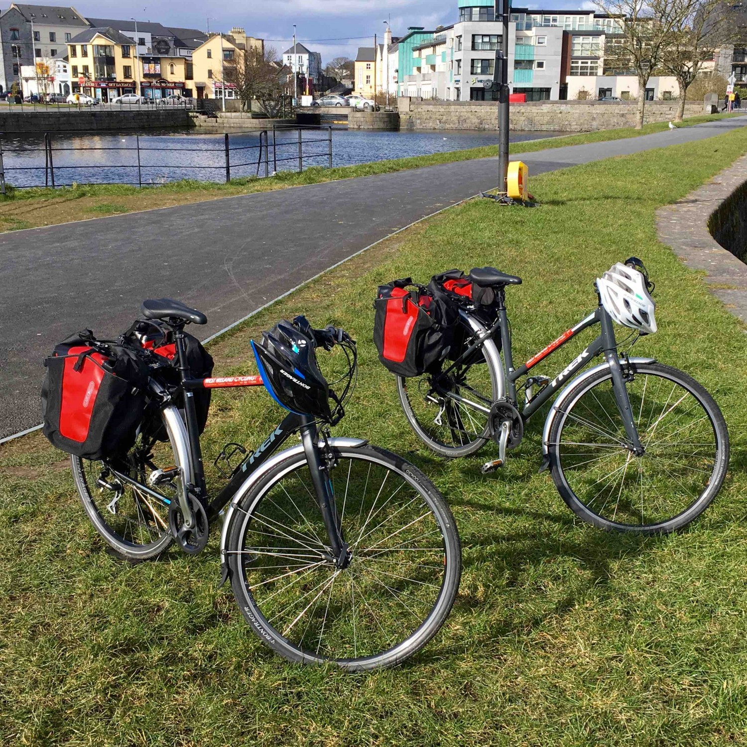 Hybrid touring bikes with panniers to rent in Galway